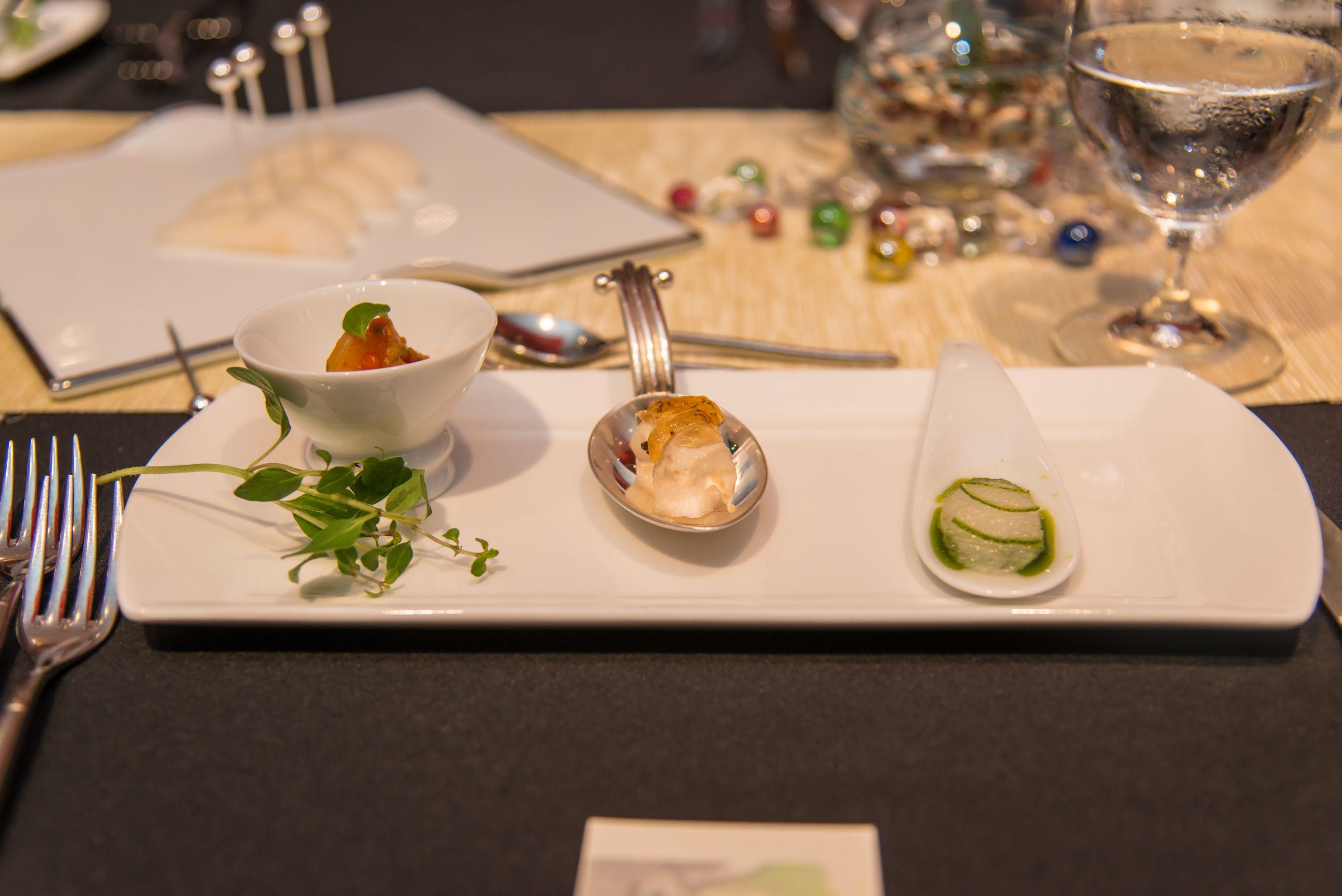 プティアミューズ3点盛り ・和梨のカルパッチョ ライムとバジルの香り ・和梨と豆乳湯葉にコンソメジュレ ・和梨のカクテキ フレンチ風