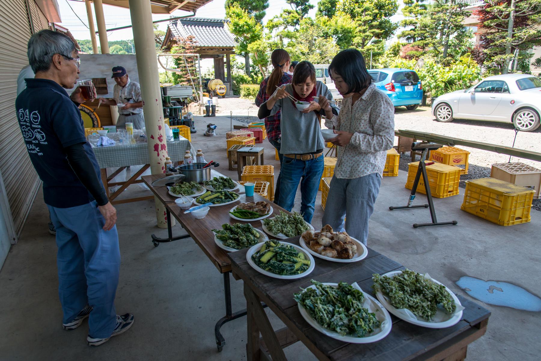 主役の座を奪うほど人気だった、天ぷらと焼きおにぎり。もちろん全て阿部梨園の農産物です